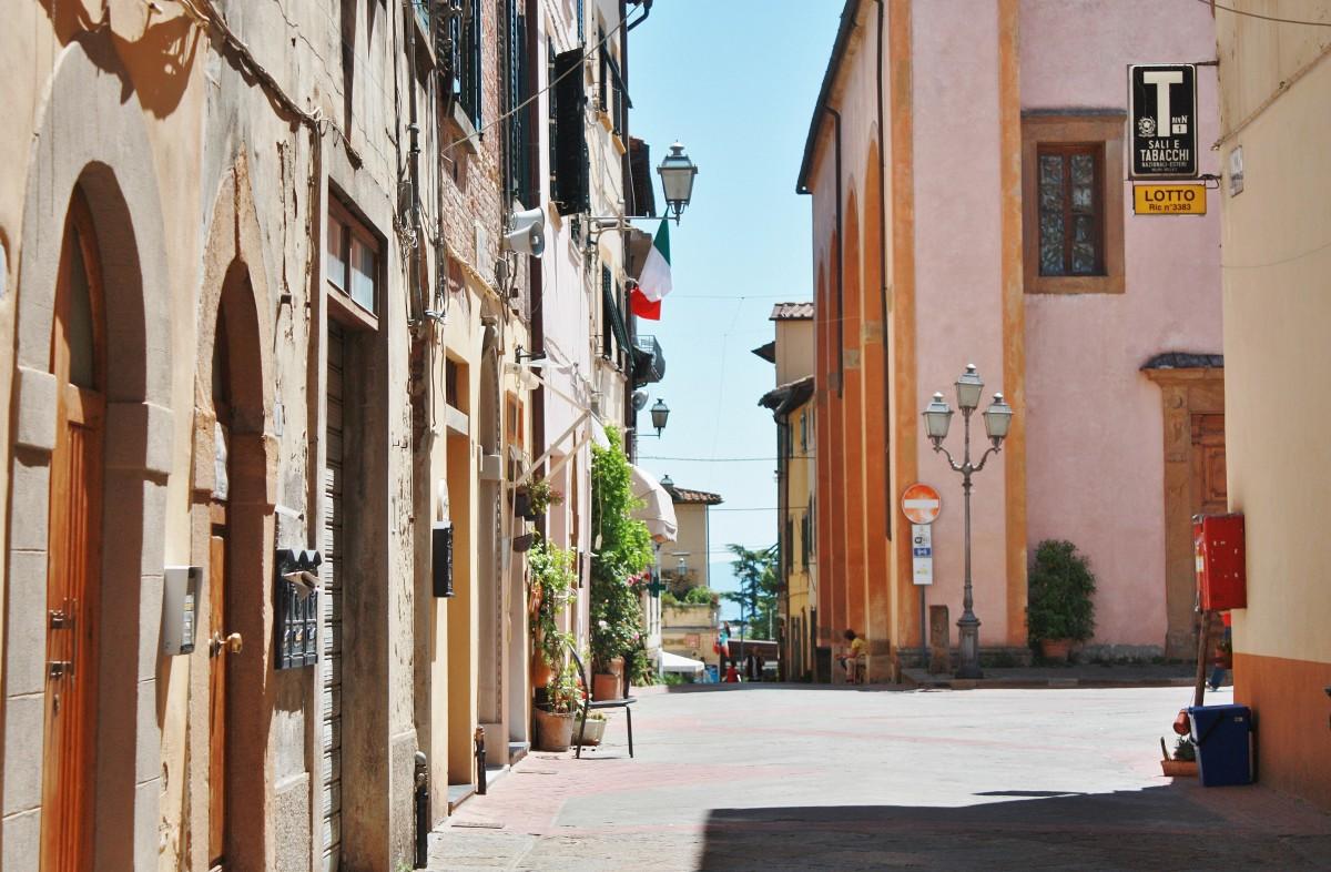 Emma Victoria Stokes Una Palazzo Mannaione Tuscanty Streets