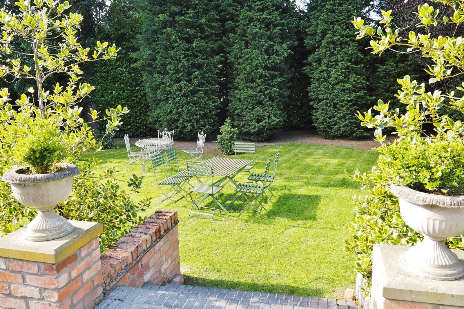 Netherstow-House-Lichfield-Garden