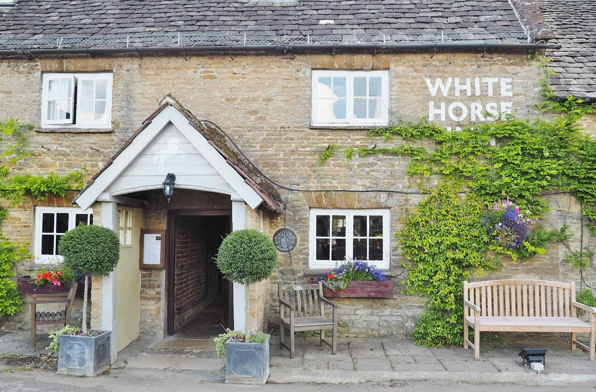 the white horse inn review duns tew emma victoria stokes. Black Bedroom Furniture Sets. Home Design Ideas