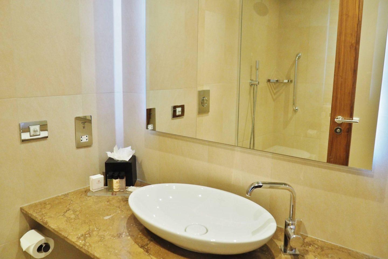 Clayton Hotel Bathroom