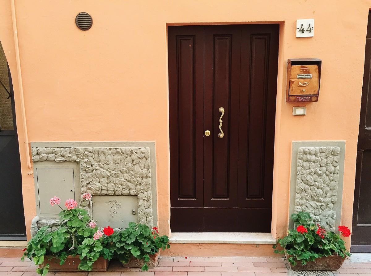 Emma Victoria Stokes Una Palazzo Mannaione Peach Doors
