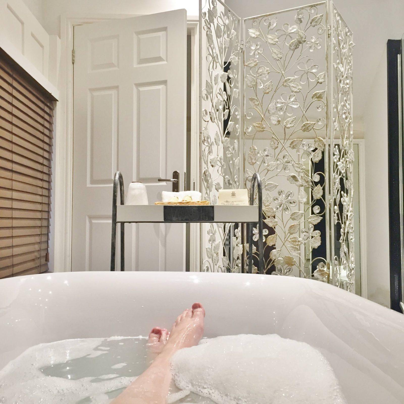 Netherstow-House-Lichfield-Rolltop-Bath