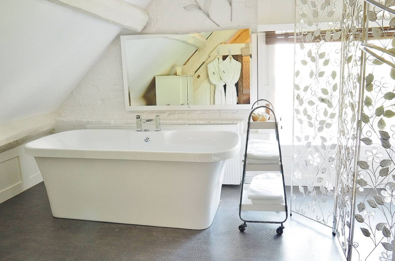 Netherstow-House-Lichfield-Standing-Bath