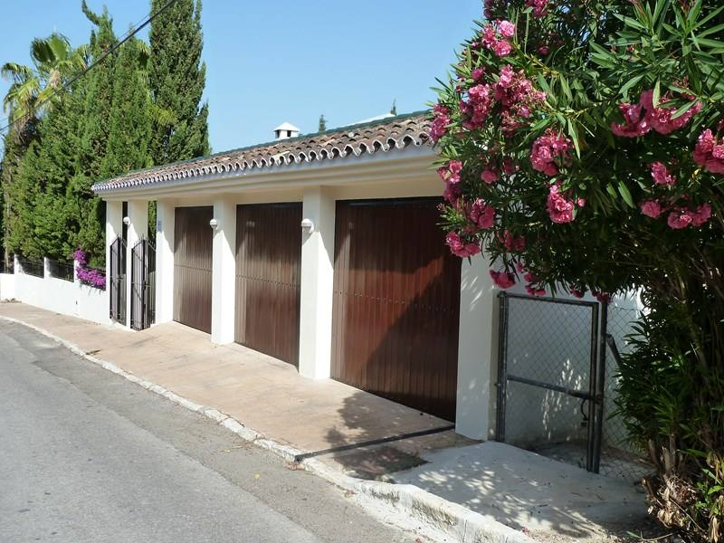 Villa-Maxine-Marbella-Emma-Victoria-Stokes-Clickstay-Style-Your-Way-To-Spain-garage