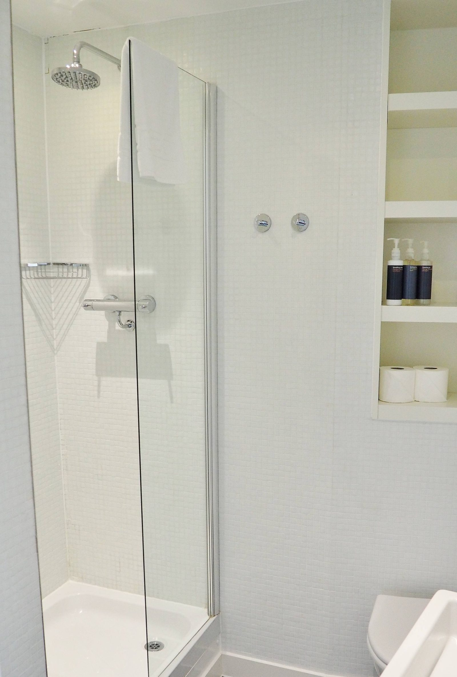 Emma Victoria Stokes Rotunda Bathroom