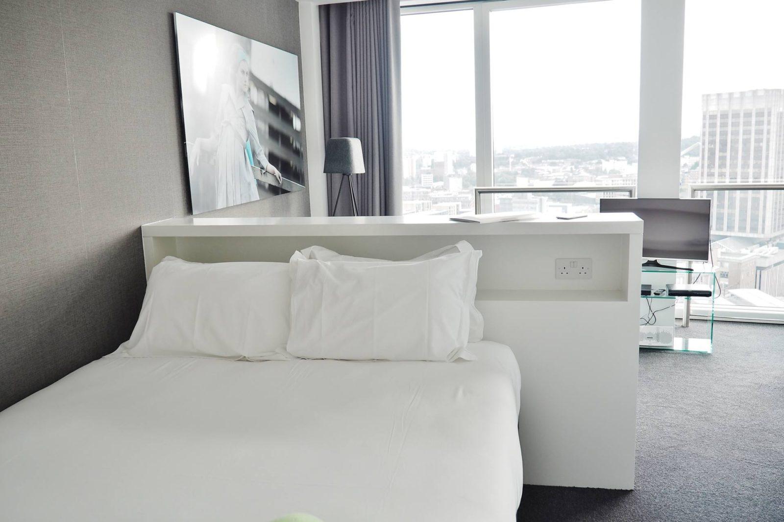 Emma Victoria Stokes Rotunda Mini Apartment Double Bed