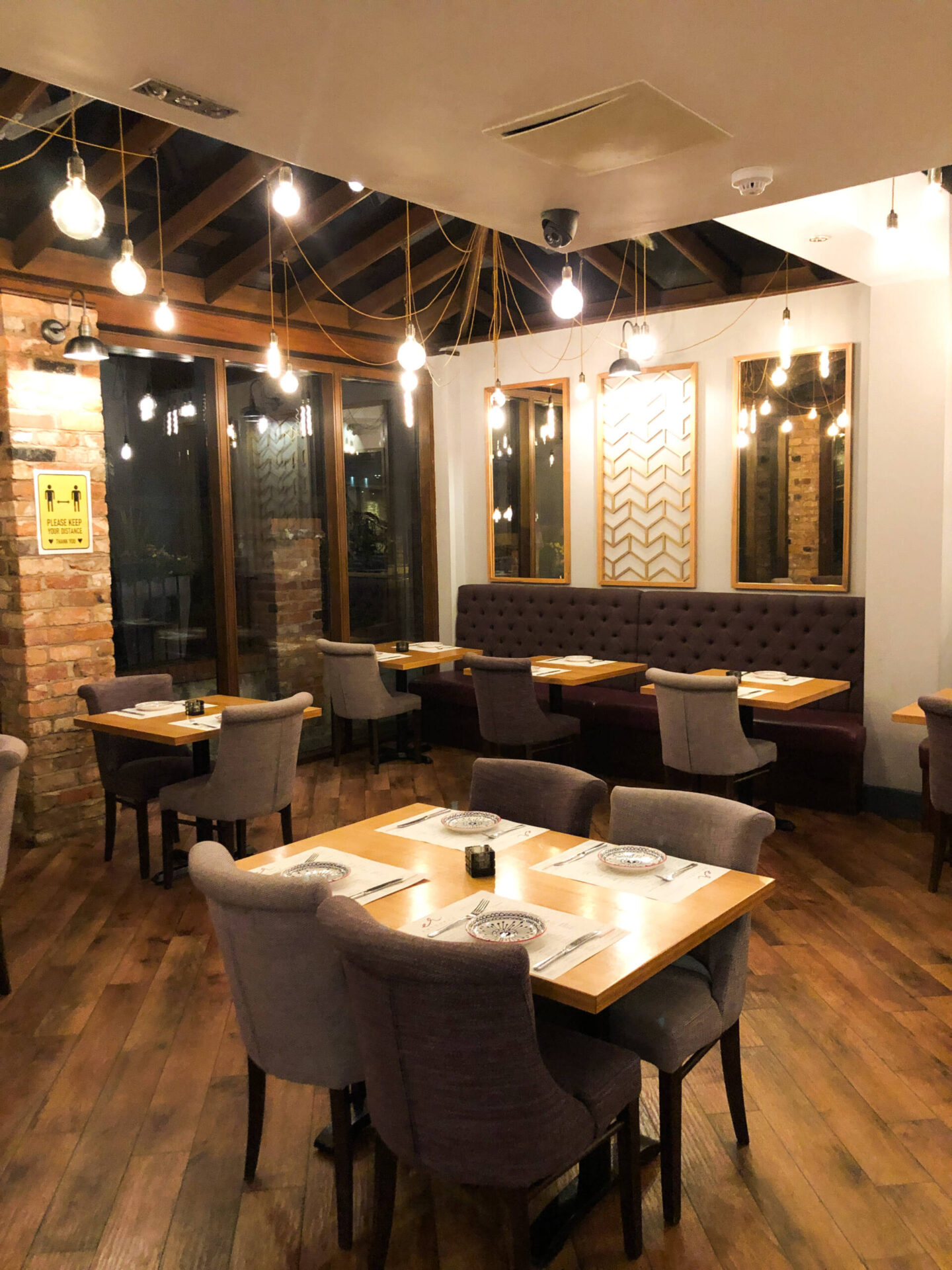 Entouraj - Droitwich Indian Restaurant Inside Decor